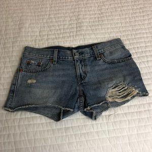Levi's distresses shorts